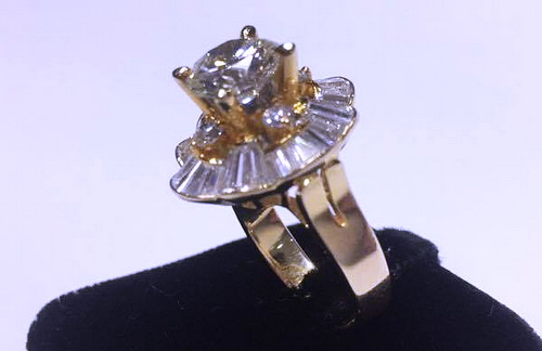 18K黃金 圓型 主鑽/ 1.86 CTS 成色 G/ 淨度IF /八心八箭 女用鑽戒