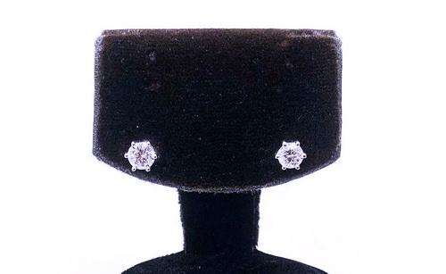 鑽石耳飾 白金18K 六爪造型 女用