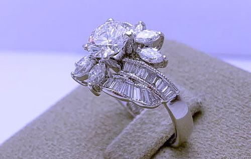 白金18K 圓形主鑽1.04 CTS 豪華造型鑽戒 女用