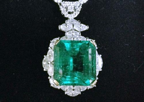 哥倫比亞 祖母綠鑽項鍊 / 主石重約31.42 CTS / 豪華全鑽項鍊 / 女用